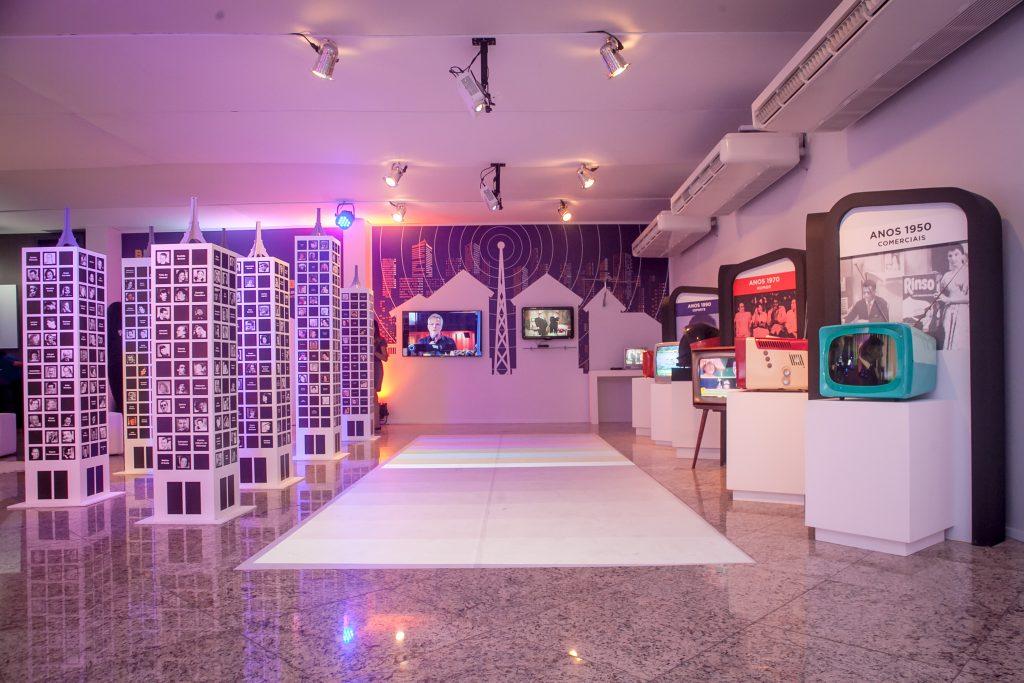 Visão geral da entrada da exposição em São Paulo